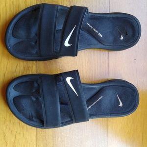 Nike sandals, comfort footbed sz 8